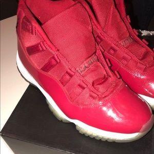 b70ce6729784 Air Jordan 11 Red